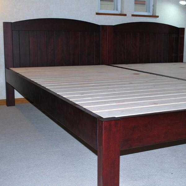 お部屋の家具の色に合わせてベッドを着色