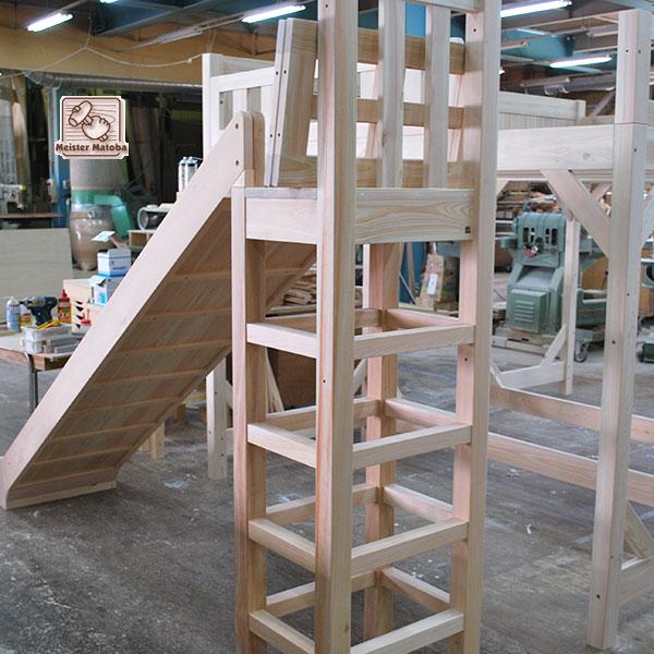 子供の喜ぶ階段とスベリ台付きひのきロフトベッド