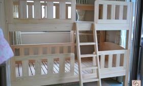 下段は赤ちゃんと幼児が寝る3人の二段ベッド NO1512053