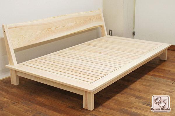 無垢ひのきへり付きシングルベッドをソファーのように背付に