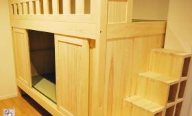 個室化した引戸付壁付ひのき二段ベッド NO1606064