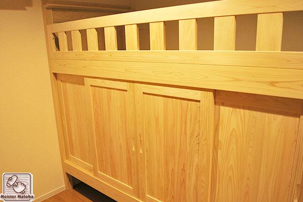 個室化した引戸付壁付ひのき二段ベッド
