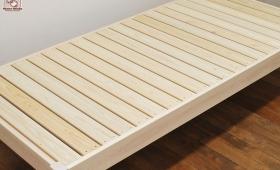 ひのきベッド、ネジはステンレスネジで接着剤不使用で製作1703035
