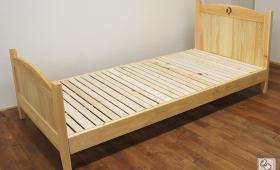ヘッド・フットともカーブ形の可愛い雰囲気のシングルベッド NO1704019
