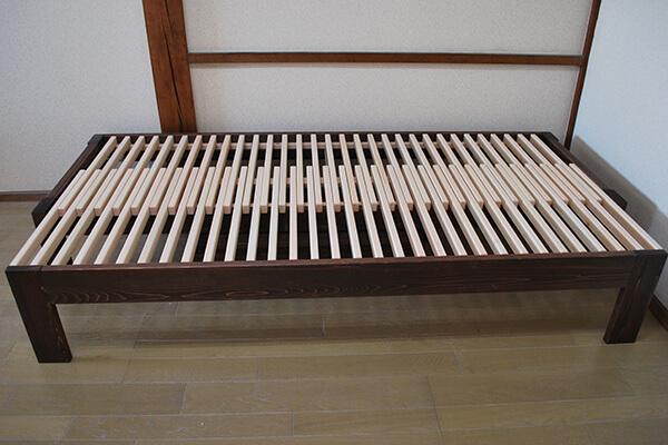 ひのき伸縮ベッドと収納ボックス