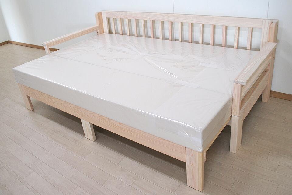 伸縮ソファーベッド 広がりセミダブルサイズまで広がります 1901033