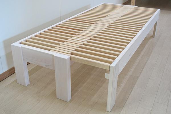 50cmのベンチサイズからセミシングル80cmに伸縮する伸縮ベッド