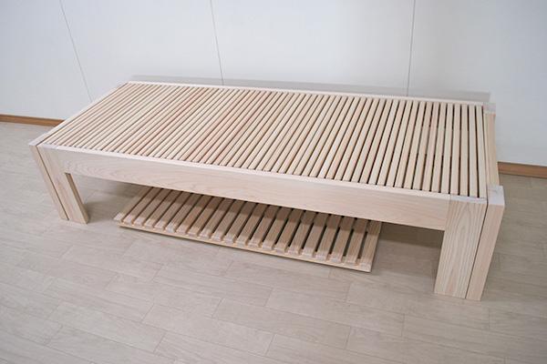 ひのき伸縮ベッドと下に収納するキャスター付きスノコ