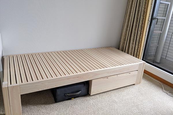 ひのき伸縮ベッドとベッド下収納