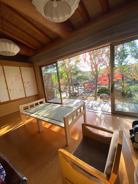 ひのき板の間付きベッドを2分割して畳椅子としても活用 2009023