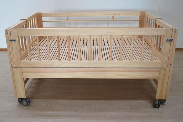 ベッドの伸縮に合わせて柵も伸縮する 訓練介護ベッド 2009027