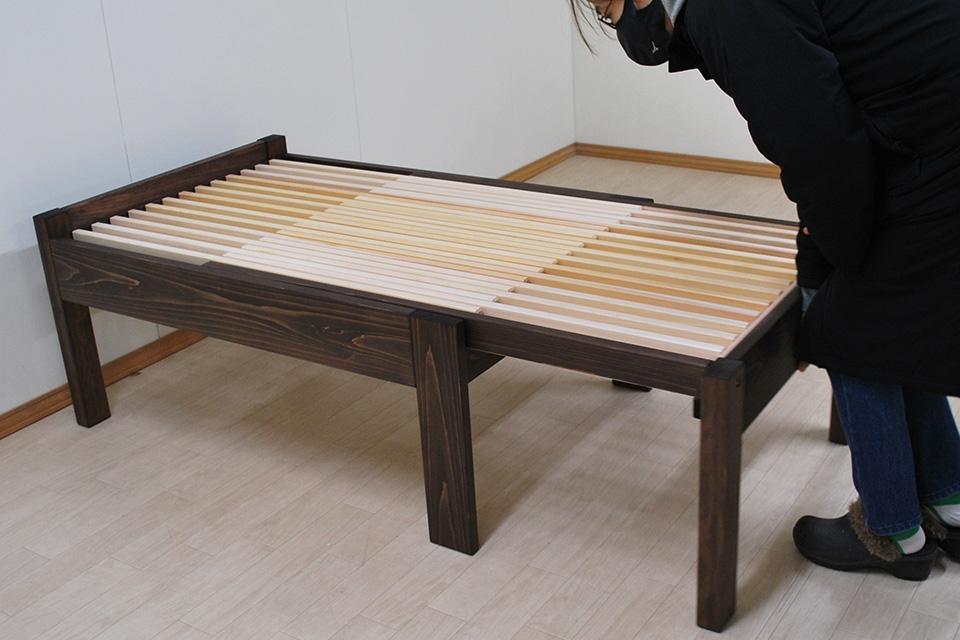 幅80cmの長く伸びる 伸長ベッド 着色仕上げ 2006026