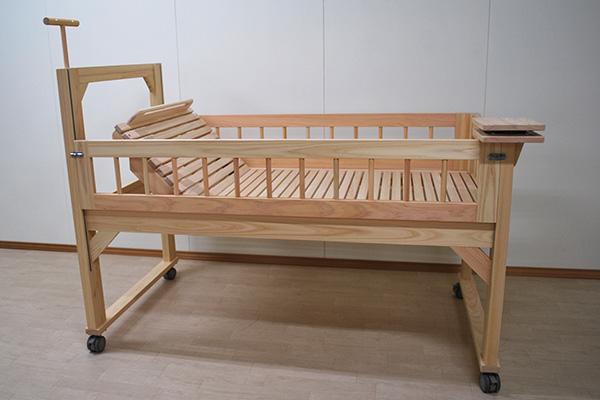 ひのき介護ベッド 低めの柵 医療器具の配置と合わせた仕様 2011053