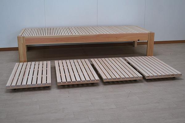 伸縮ベッド下の収納スペースにキャスター付きすのこ 2102004