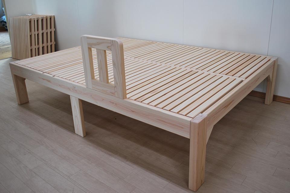 体格の大きい方の頑丈なベッド握って立ち上がる取り外しできる柵付き2103034